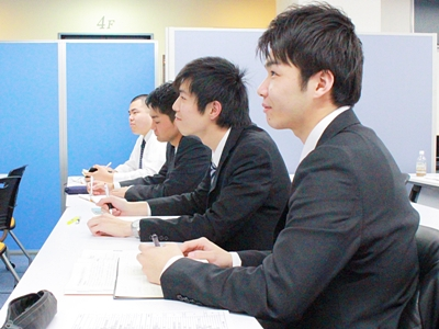 株式会社夢真/【建設事務】月給35万円で理想的な働き方を実現★ /z